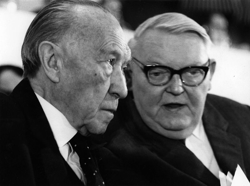 Fil:Konrad Adenauer - Im Gespräch mit Ludwig Erhard-kasf0104.JPG