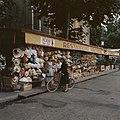 Kraam met rieten hoeden en tassen in Frankrijk, Bestanddeelnr 254-6021.jpg