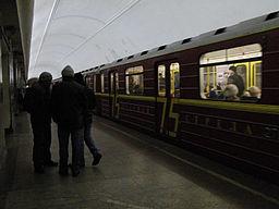 Krasnaya strela (Red arrow) train at Chistye Prudy station (Метропоезд Красная стрела на станции Чистые Пруды) (4473036542)