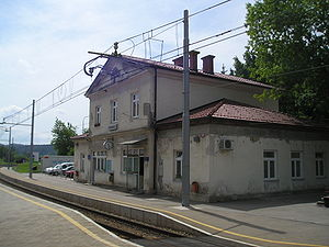 Kresnice-train station.jpg