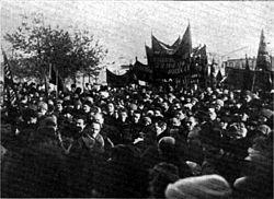 Multitud acompañando al féretro de Kropotkin