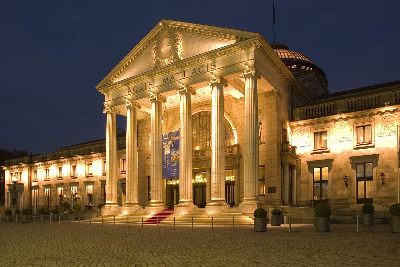 Kurhaus-Wiesbaden-bei-Nacht.jpg