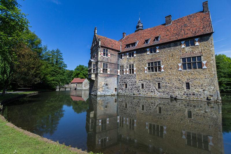 File:Lüdinghausen, Burg Vischering -- 2013 -- 2-2.jpg