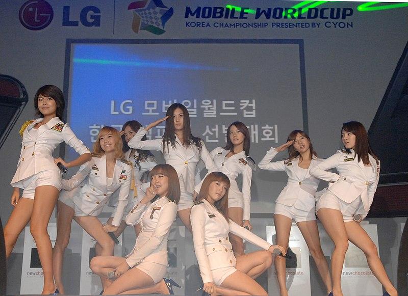 Ficheiro:LG전자 모바일 월드컵 - 소녀시대 축하공연.jpg
