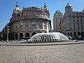 La Fontana di Piazza De Ferrari con la vista del Palazzo della Borsa.jpg