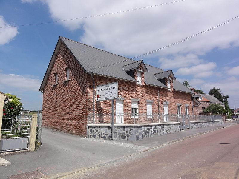 La Neuville-lès-Dorengt (Aisne) musée au matériel d'antan