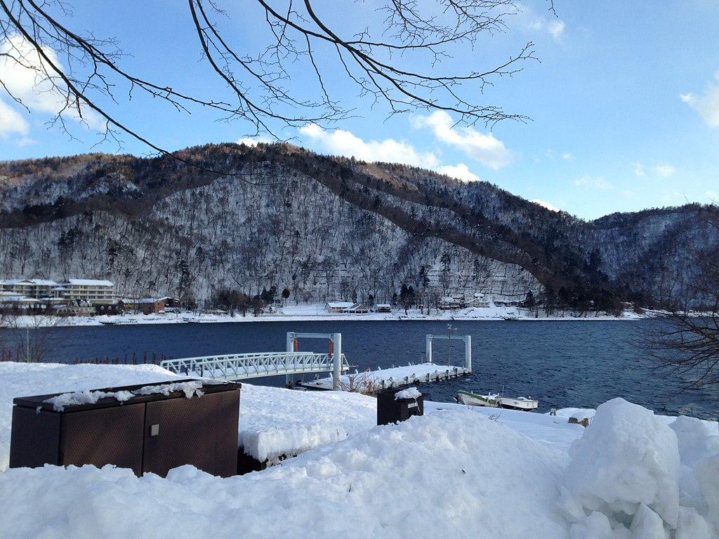 Lake Chuzenjiko and snowpack 2