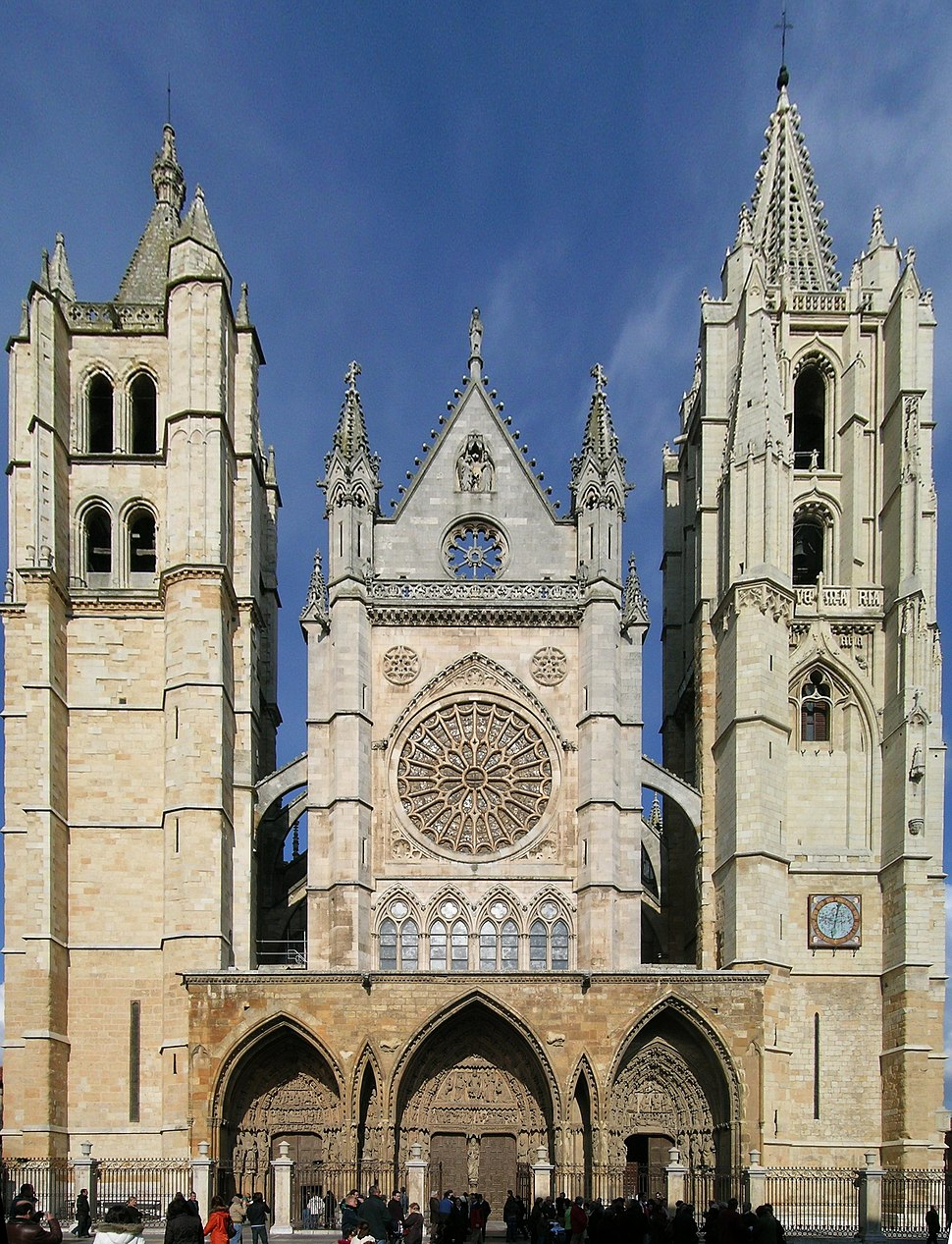Leon cathedral facade inverted perspective