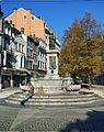 Liège, Vinâve d'Île, statue Vierge à l'Enfant (Del Cour)3.jpg