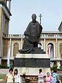 Licheń - pomnik Jana Pawła II przed bazyliką.JPG