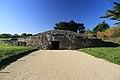 Locmariaquer, Tumulus Er Grah - panoramio.jpg