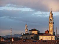 Lomazzo, campanili, vista al tramonto.jpg