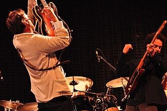 Rodrigo Amarante - Amarante and Camelo playing guitar at Los Hermanos concert in 2013