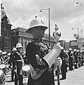 Lunchconcert door Engels muziekkorps op het Stadhuisplein Rotterdam, Bestanddeelnr 917-8081.jpg