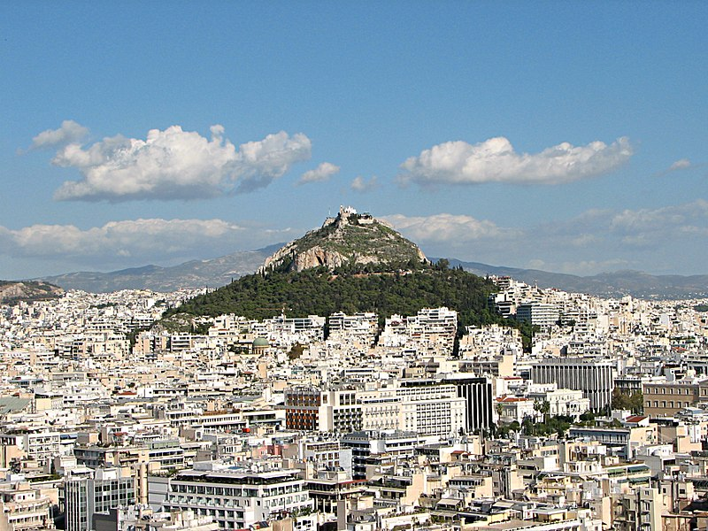 Fitxer:Lycabettus seen from the Acropolis, 2016.jpg