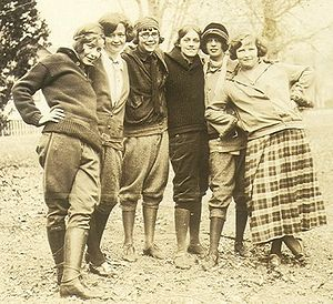Knickerbockers (clothing) - Women wearing knickerbockers 1924