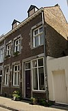 foto van Huis met gevel in de trant der zgn. Maaslandse renaissance.