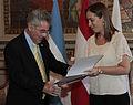 María Eugenia Vidal entregó la distinción de visitante ilustre al presidente de Austria (8251779403).jpg