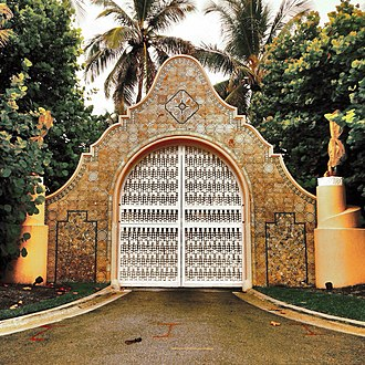 Mar-a-Lago - Entrance gate in 2014