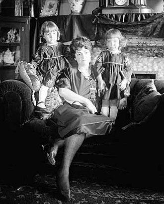Marguerite Sylva - Marguerite Sylva with her daughters