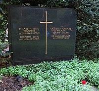 Max Adenauer -grave.jpg