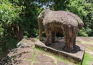 East Mebon - Image: Mebon Oriental, Angkor, Camboya, 2013 08 17, DD 03