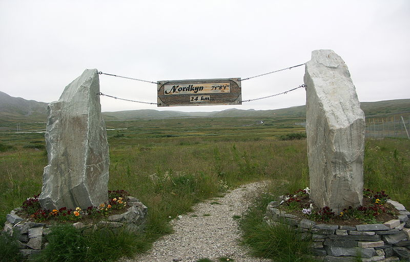 File:Mehamn-trailsign.jpg