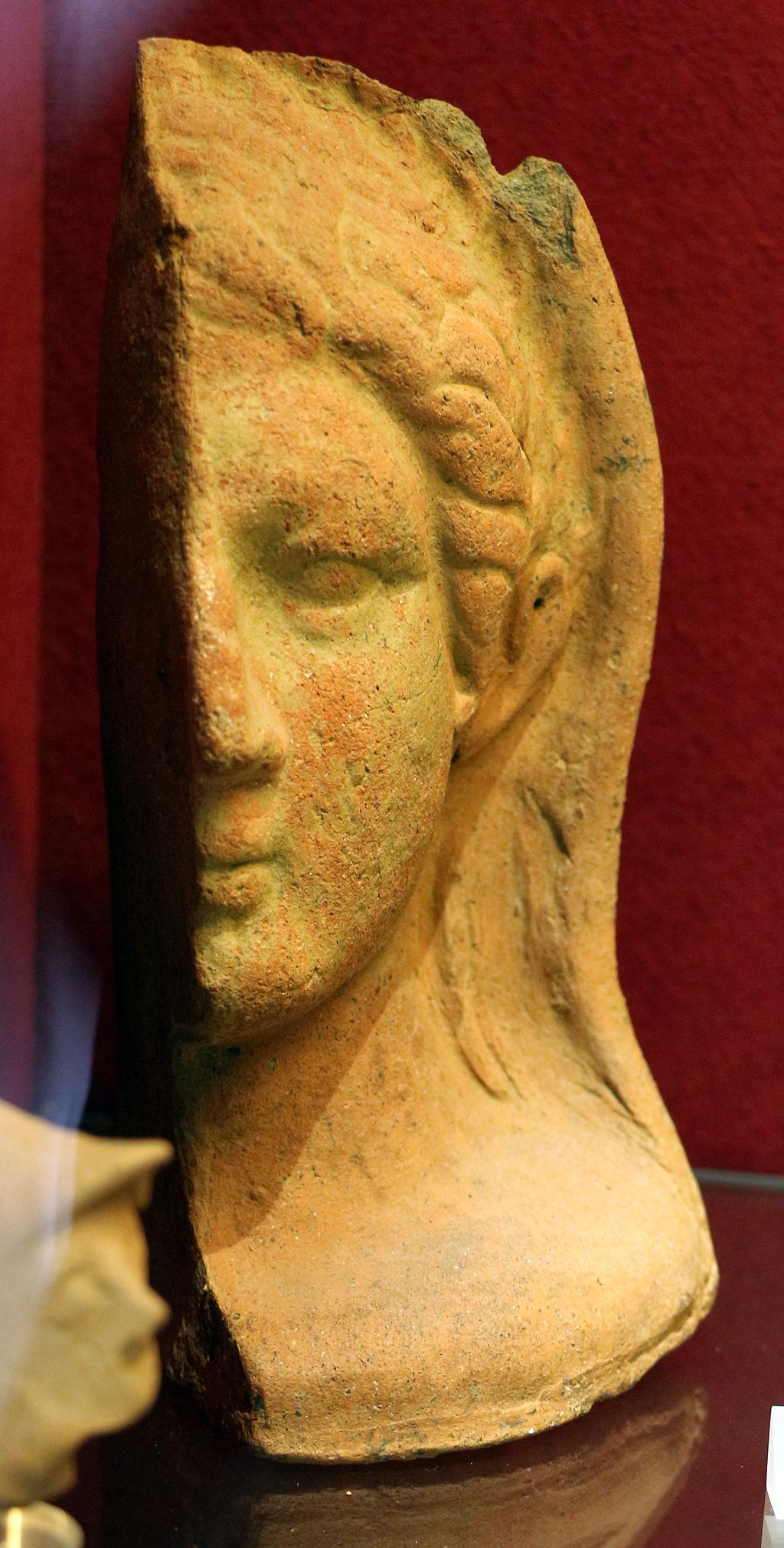 Mezza testa virile velata da stipe votiva di san sisto a marsiliana d'albegna, III-II sec. ac