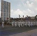 Militaire parade bij gelegenheid van Onafhankelijkheidsdag. Een afdeling marinie, Bestanddeelnr 255-9307.jpg