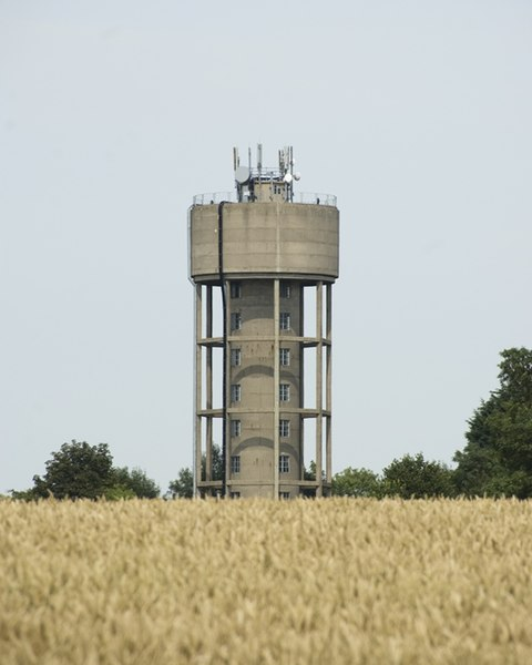 File:Mill Green Water Tower - geograph.org.uk - 896421.jpg