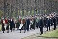 Ministru prezidents Valdis Dombrovskis piedalās svinīgajā vainagu nolikšanas ceremonijā Rīgas Brāļu kapos (8174996754).jpg