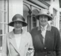 Miss Jackson and Mrs Babington 1923 golf final Portmarnock.png