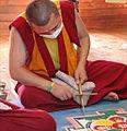 Moine tibétain réalisant un mandala (Parc oriental de Maulévrier) (7289064576).jpg