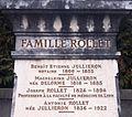 Monument funéraire de la tombe de Joseph Rollet à Beynost (gros plan).JPG