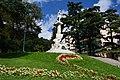 Monumento a Mazzini col prato in primo piano.JPG
