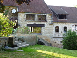 Moulin de Chivres Courcelles Nievre France.JPG