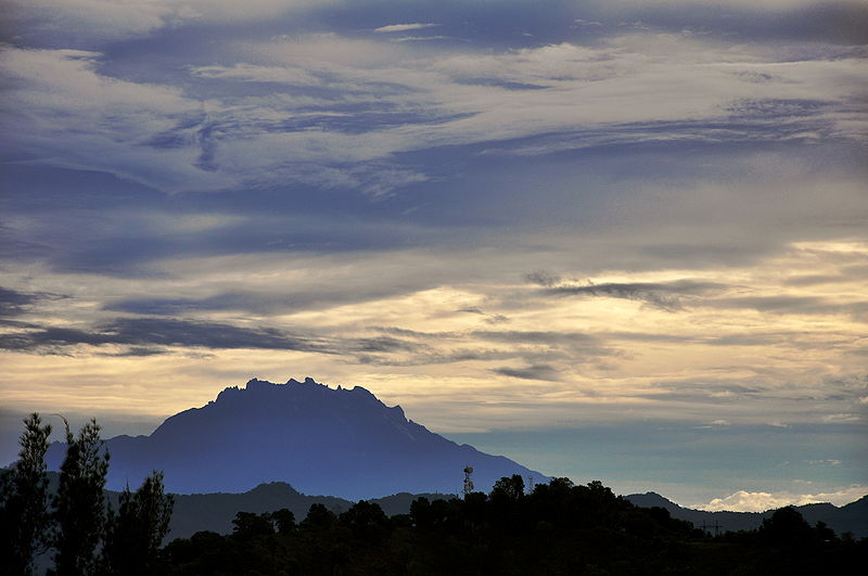 File:Mount Kinabalu on Cloudy Morning.jpg