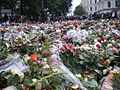 Mourners in Oslo 25 July 2011 Horiz 01.JPG