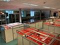 Musée de Préhistoire de l'Université de Liège, local et vitrines, vue n°1.jpg