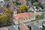 Nagyvázsony, katolikus templom légi felvételen.jpg