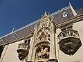 Nancy - palais ducal, détail de la façade (2).jpg