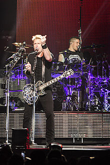 Nickelback @ Perth Arena (17 11 2012) (8260174853).jpg