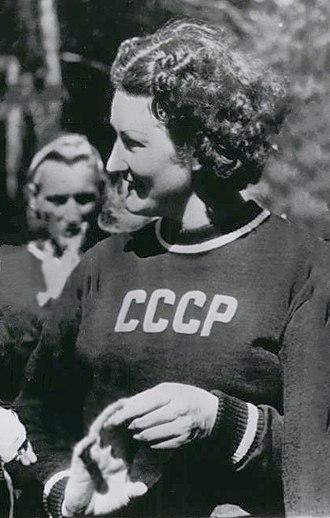 Nina Dumbadze - Dumbadze in 1952