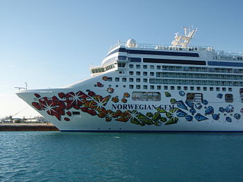 English: The 'Norwegian Gem', a cruise ship operated by the 'Norwegian Cruise Line' and built in Papenburg, Germany 2006-2007. The photo was taken in Freeport, Bahamas at the 13th of March, 2008. Deutsch: Die 'Norwegian Gem', ein Kreuzfahrtschiff der 'Norwegian Cruise Line', dass 2006-2007 in Papenburg gebaut wurde. Das Foto wurde am 13. März 2008 in Freeport auf den Bahamas gemacht.