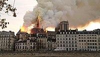 Notre-Dame de Paris, Incendie 15 avril 2019 19h32.59.jpg