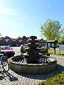 Oestinghausen – Brunnen an der B475 - panoramio.jpg