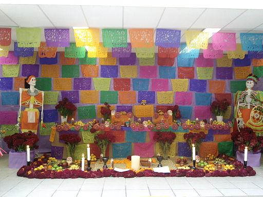 Ofrenda en biblioteca de Mixquic