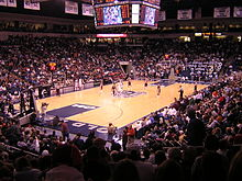 vue intérieure du Ted Constant Convocation Center, pendant un match de basket-ball masculin.