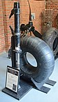 Oleo leg and tyre from Dornier Do217E-4 -U5+BD- (24899018877).jpg