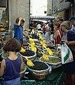 Olives au marché de Carpentras.jpg